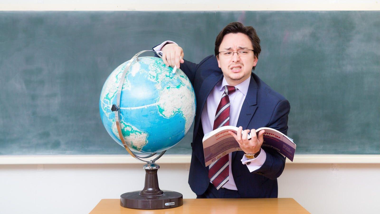 地球儀と先生